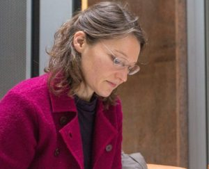 Tanja Keßels bei einer Anhörung in Brüssel