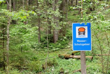 Wasserschutzgebiet im Wald